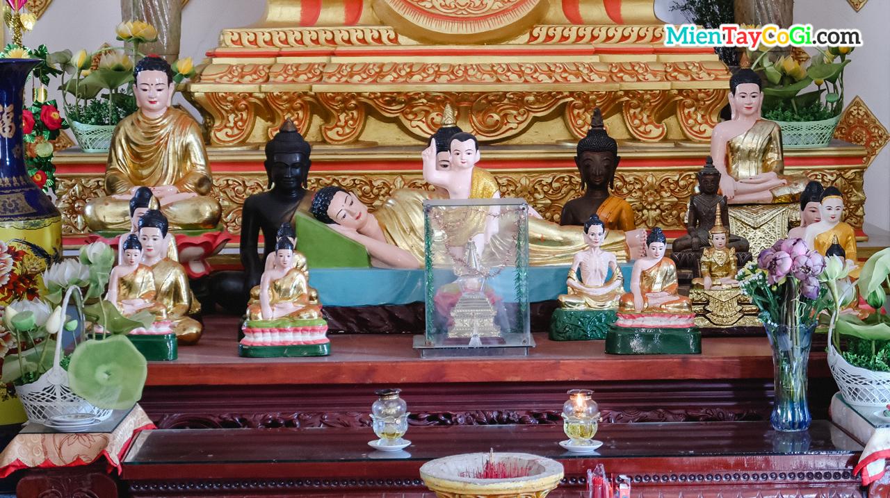 Tượng Phật Thích Ca đủ tư thế và chất liệu bên trong điện thờ Khmer Cần Thơ