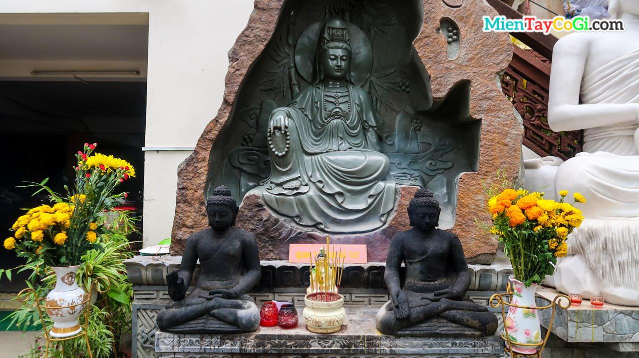 Tượng Quan Âm Bồ Tát ở chùa Phật Học