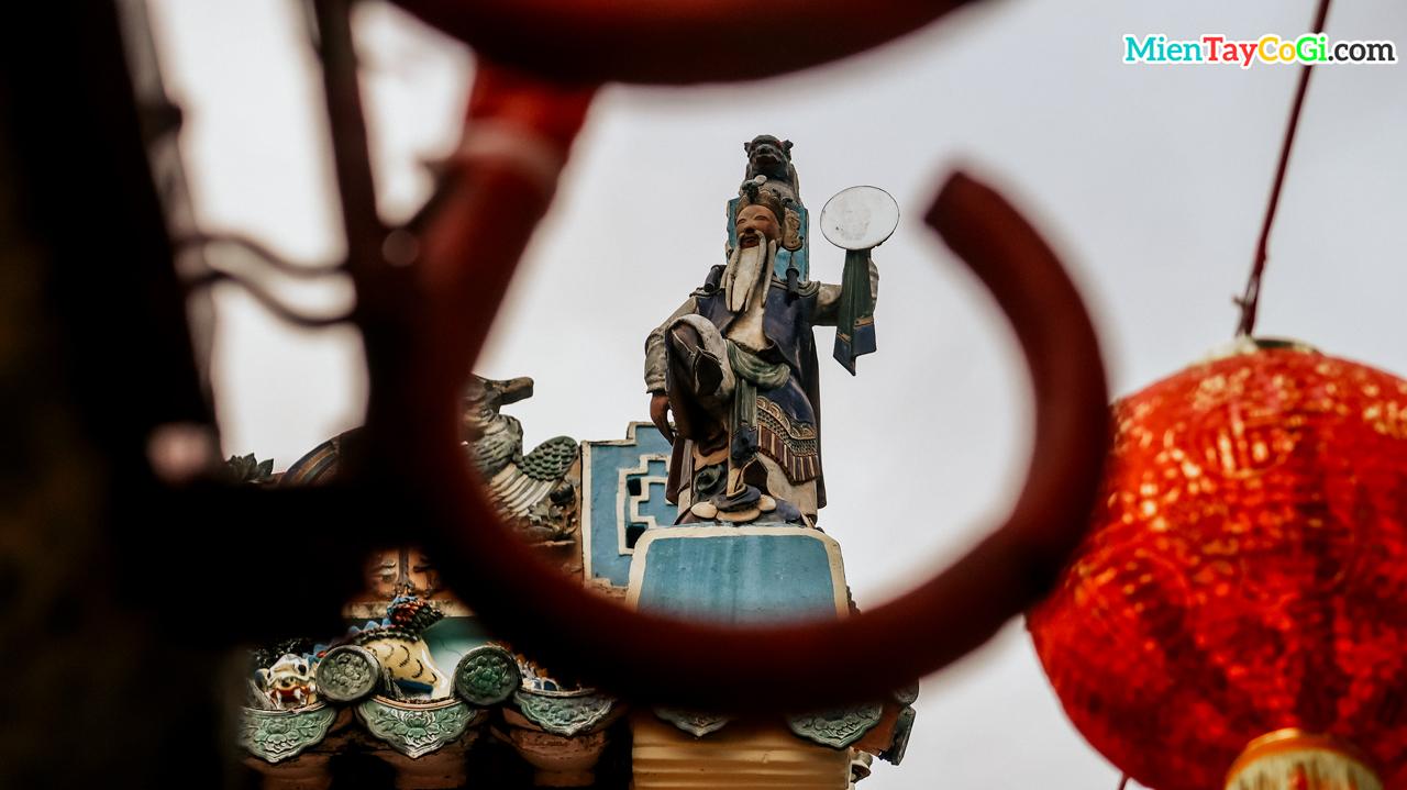 Tượng thần ông Nhật