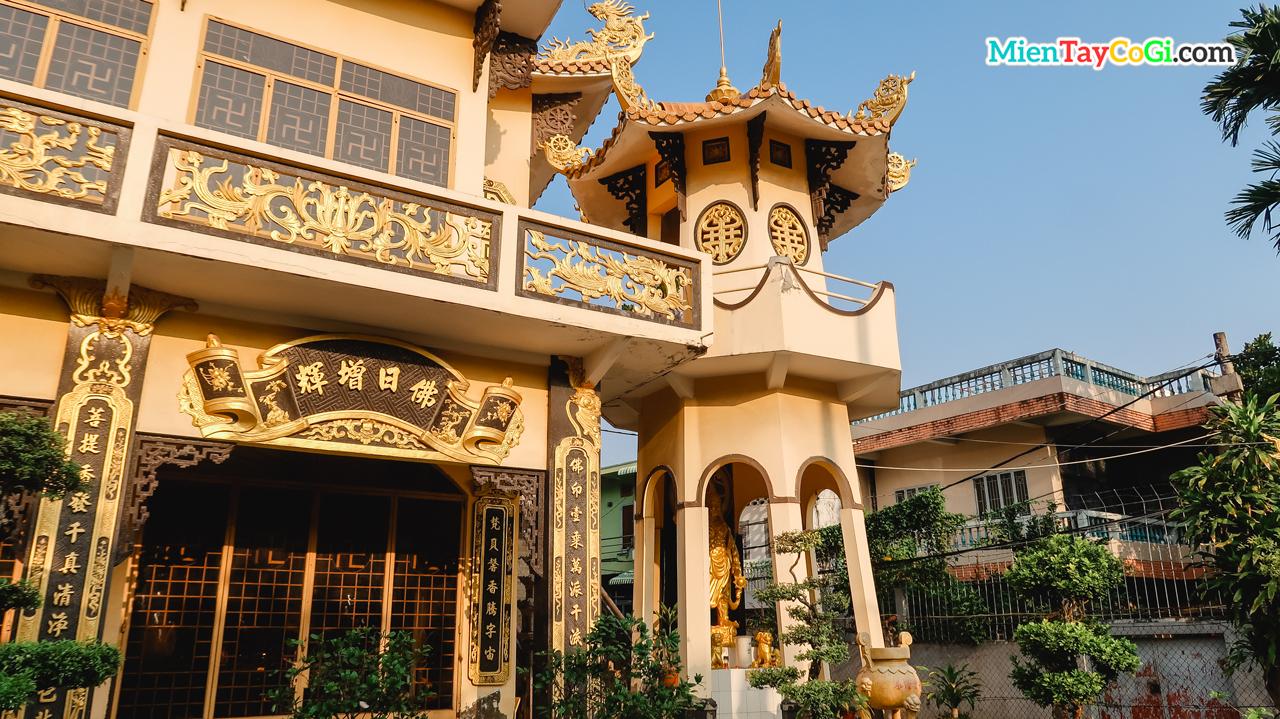 Tháp Kim Cang chùa Thới Long Cổ Tự