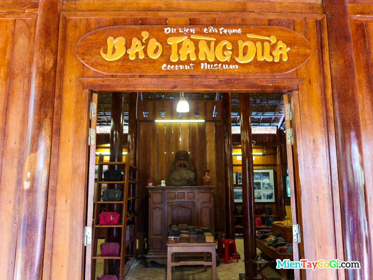 Bảo tàng dừa ở Cồn Phụng