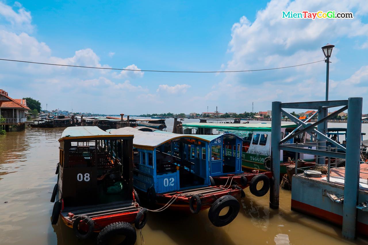 Bến tàu đi Cồn Phụng và Cồn Thới Sơn ở Tiền Giang