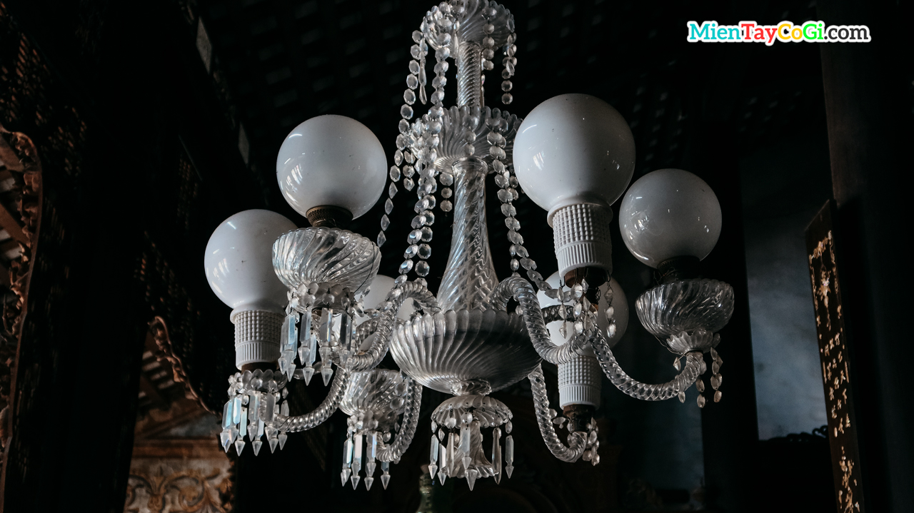 Bộ đèn chùm nhập từ Pháp quý giá