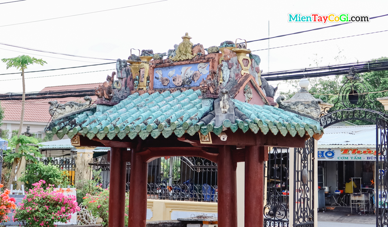 Triple gate of Binh Thuy ancient house