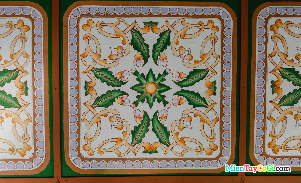 Gạch bông trang trí trên trần nhà