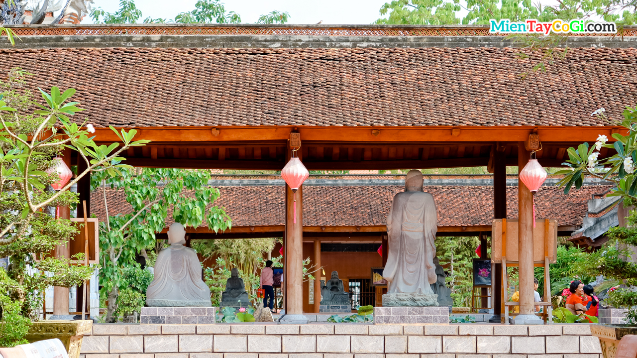 Hành lang thiền viện