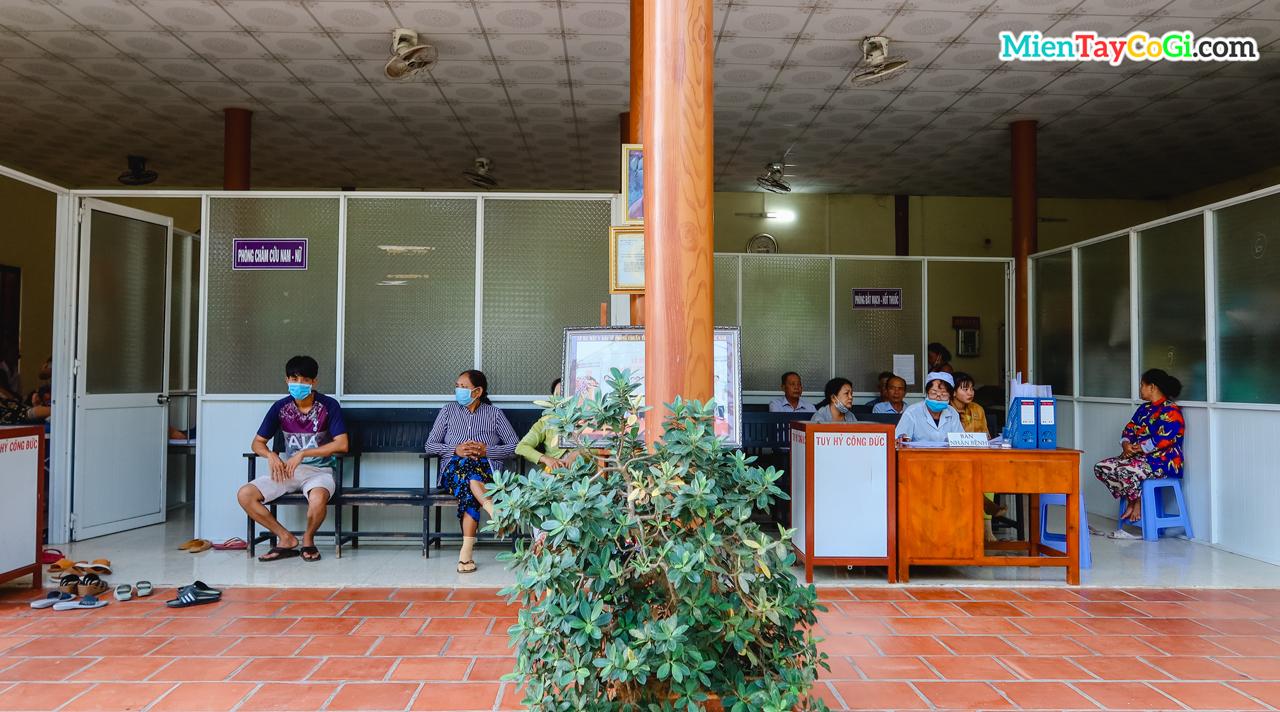 Khu vực khám chữa bệnh miễn phí ở thiền viện