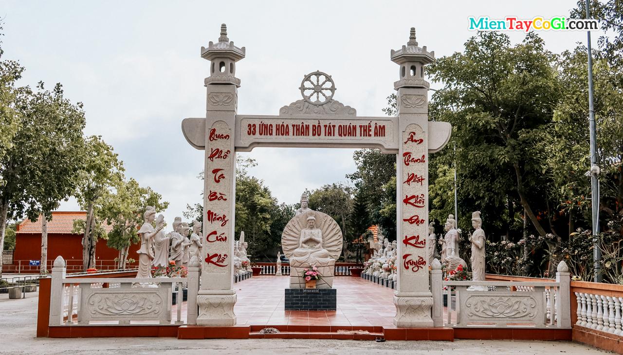 Khu vực thờ 33 ứng hóa thân Bồ Tát Quán Âm