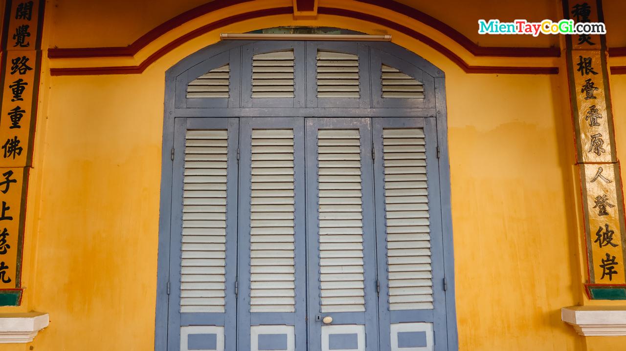Khung cửa sổ xanh