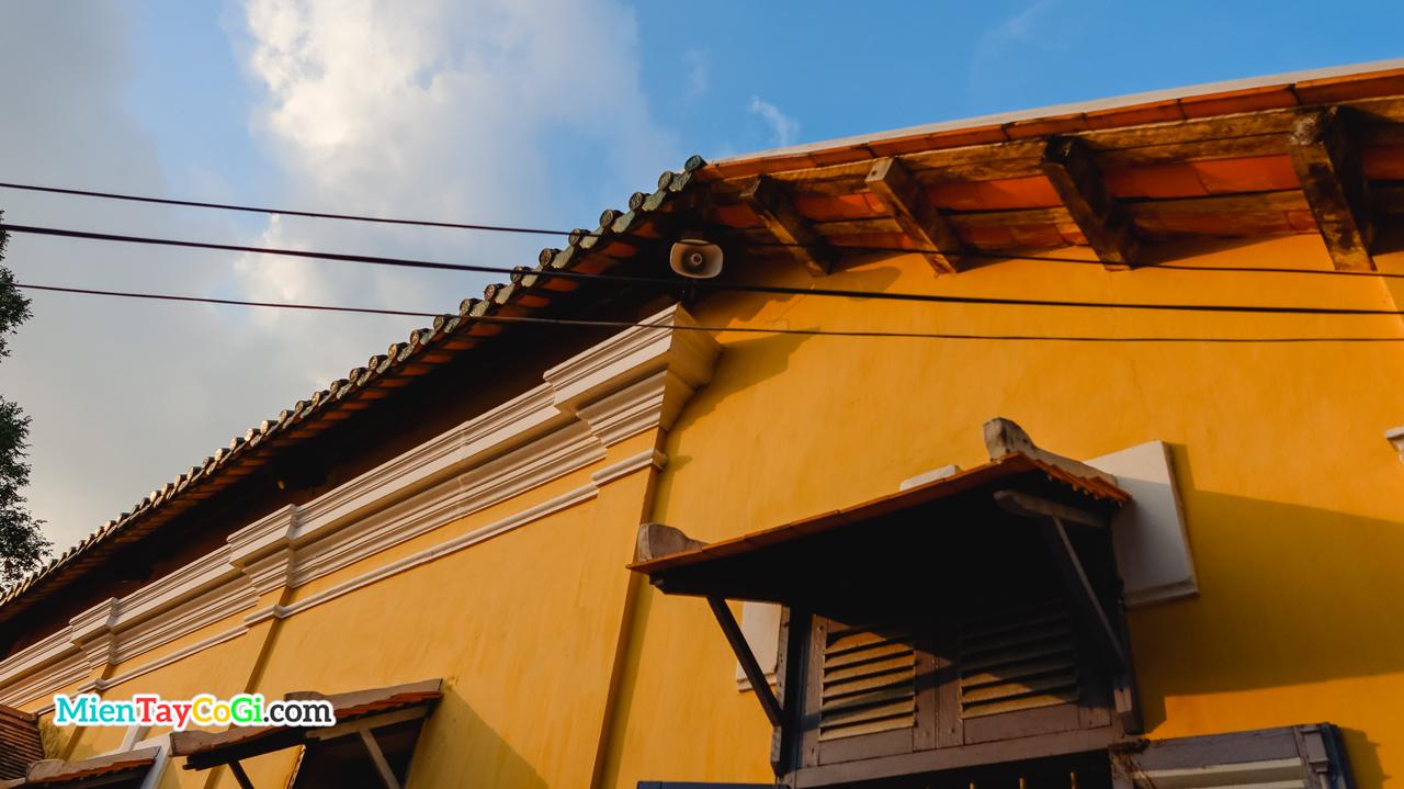 Kiến trúc cổ với loa phường