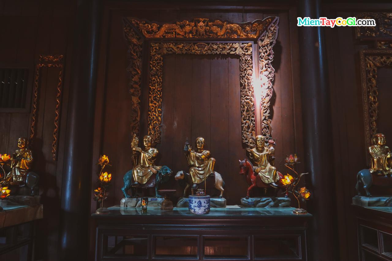Những bức tượng trong 60 tượng Phật cổ tại chùa