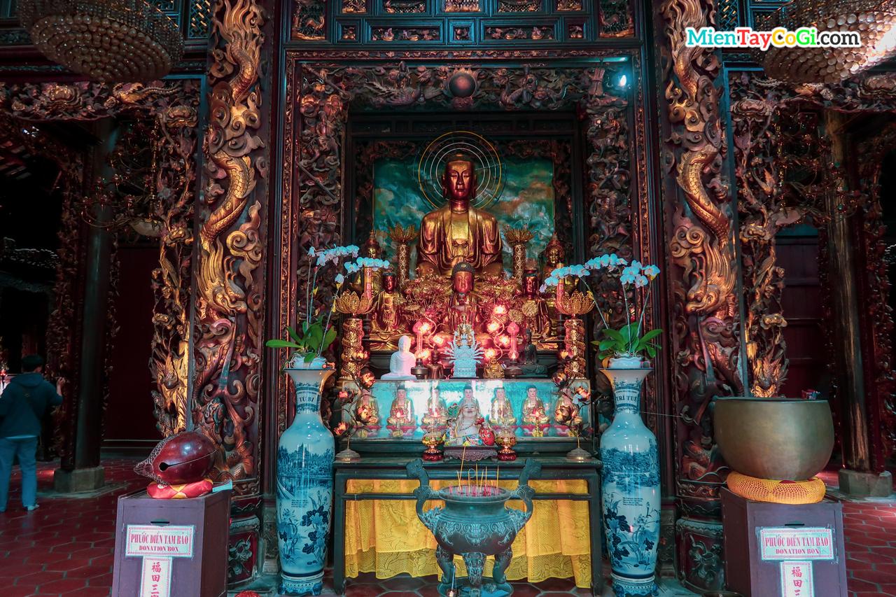Tượng Phật bằng đồng quý giá của chùa