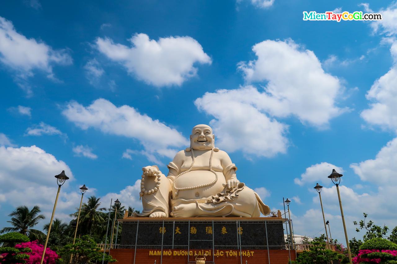 Tượng Phật Di Lặc khổng lồ chùa Vĩnh Tràng