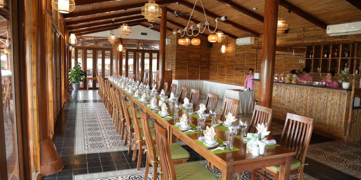 Bên trong nhà hàng Cần Thơ Ecolodge