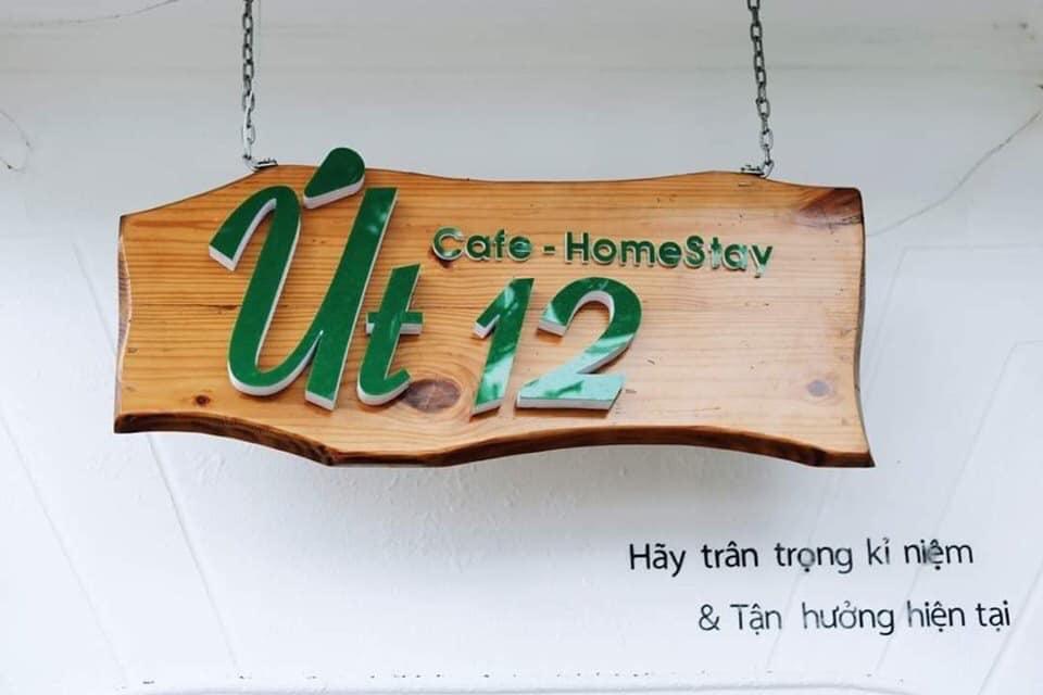 Bảng hiệu Út 12 homestay