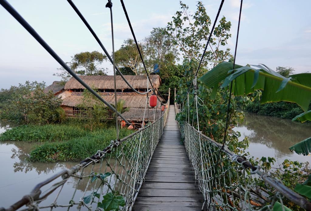 Cây cầu bắt qua Nguyen Shack homestay