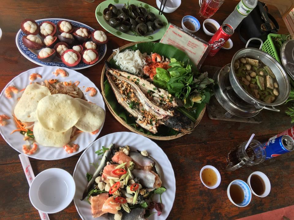Một số món ăn tại kdl Lung Cột Cầu