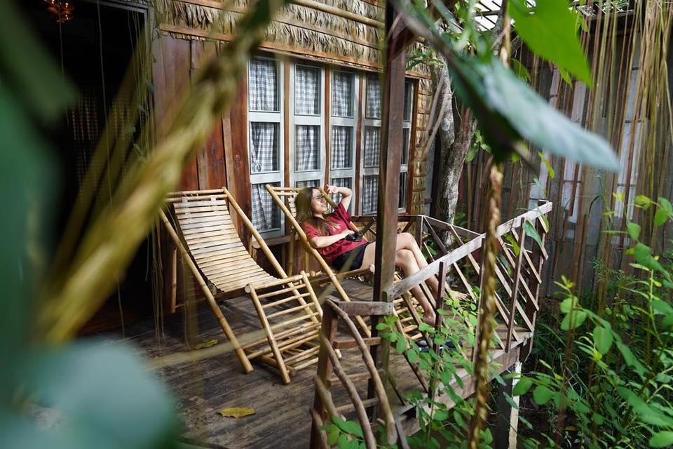 Nghỉ ngơi trước hiên nhà Mekong Rustic