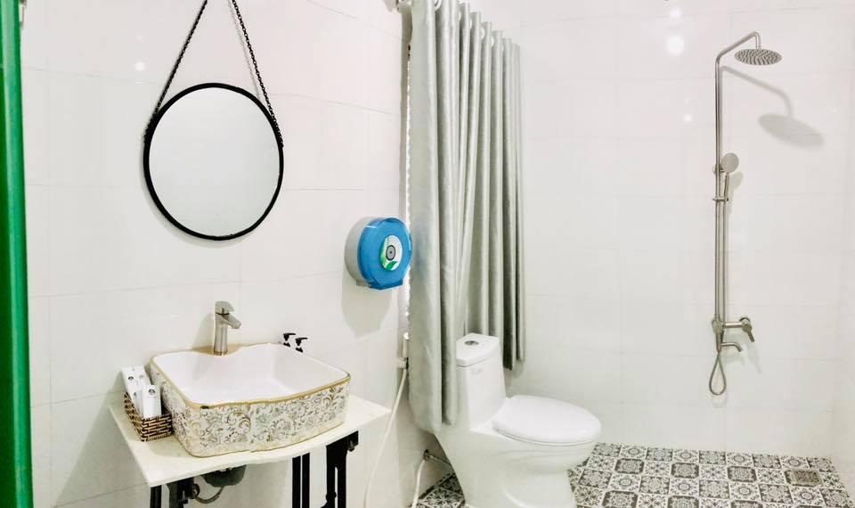 Phòng tắm Art hotel Cần Thơ