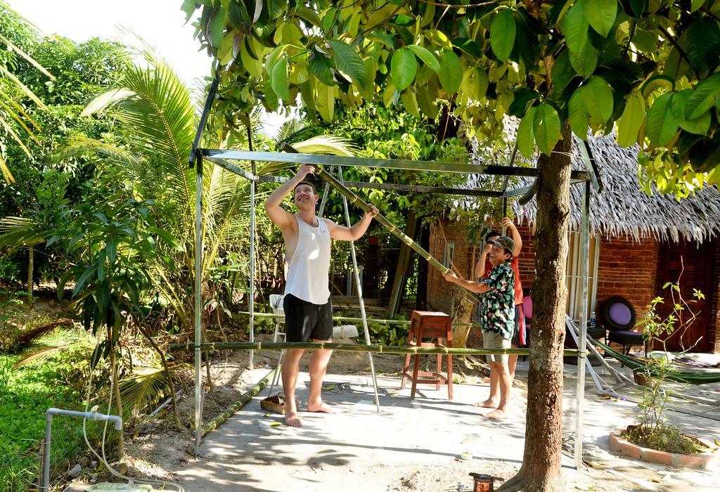 Trải nghiệm làm vườn cùng chủ nhà Farmer homestay