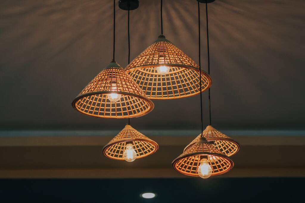 Trang trí đèn gỗ Lato's homestay Cần Thơ