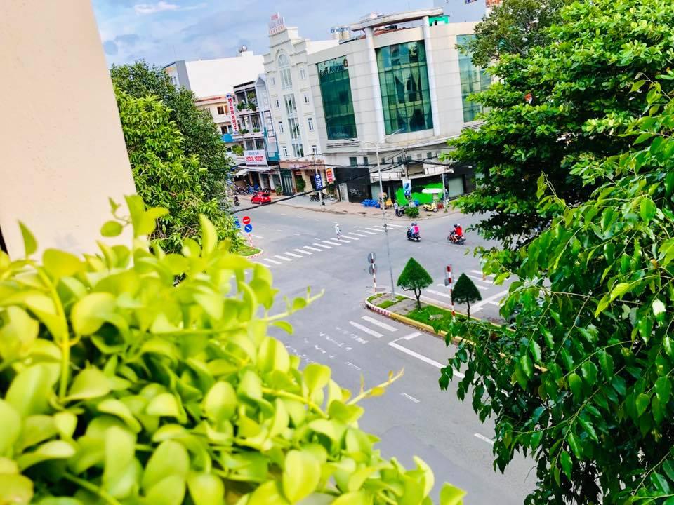 View nhìn ra con phố lớn Cần Thơ Art hotel