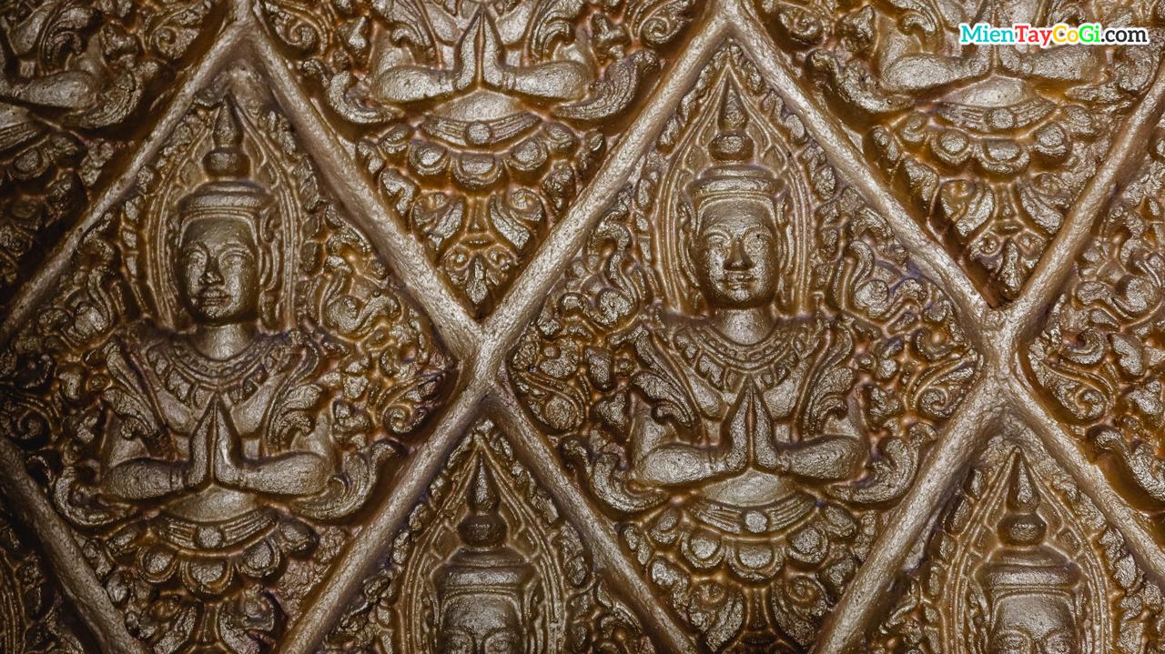 Hình tượng Phật Thích Ca được khắc trên tường