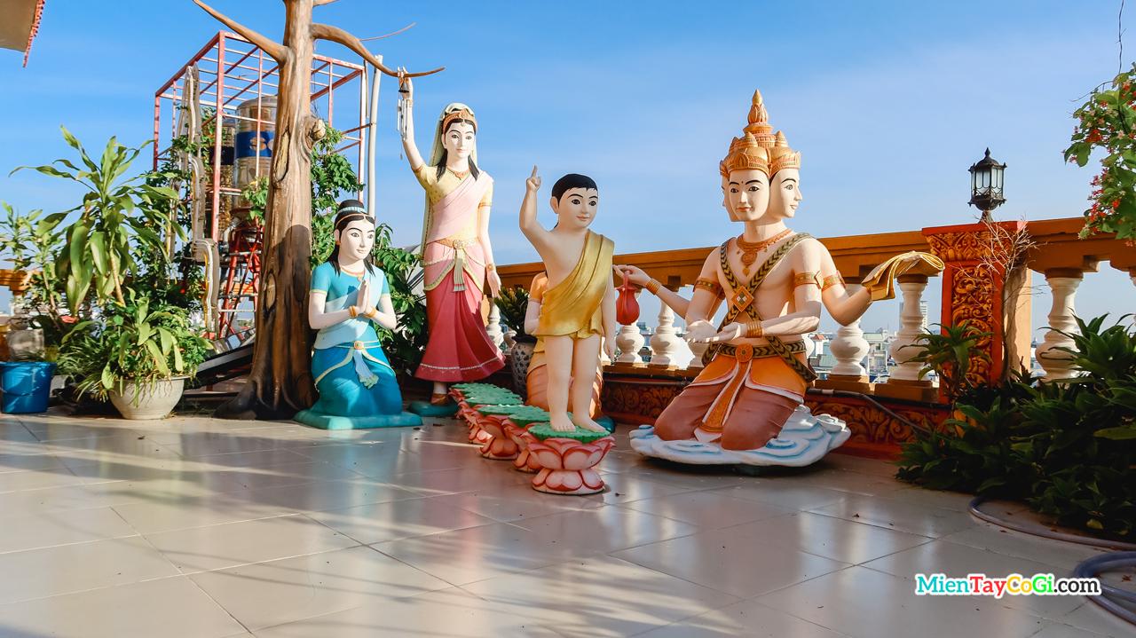 Mô phỏng đức Phật vừa sinh ra đời