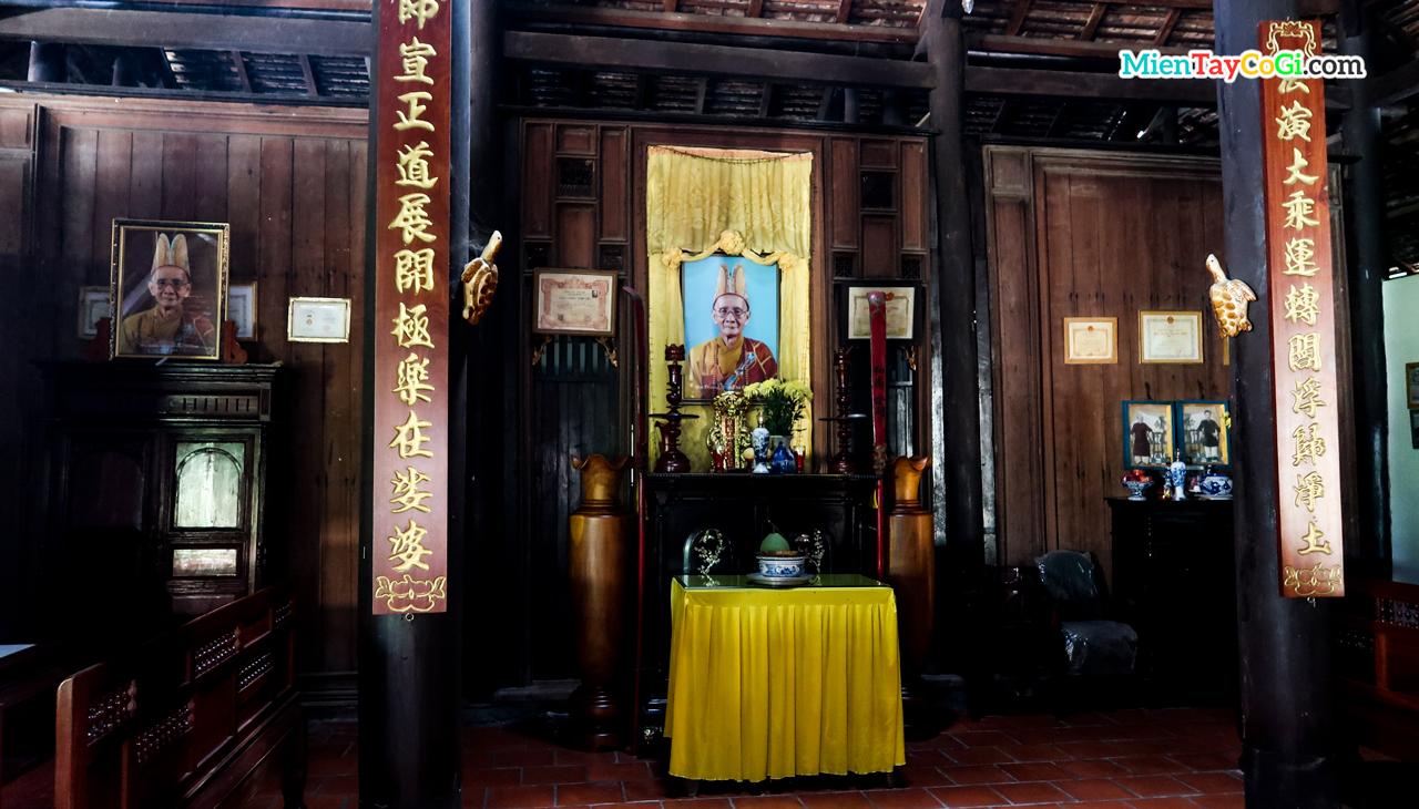 Nơi thờ tổ bên trong chùa Hội Linh