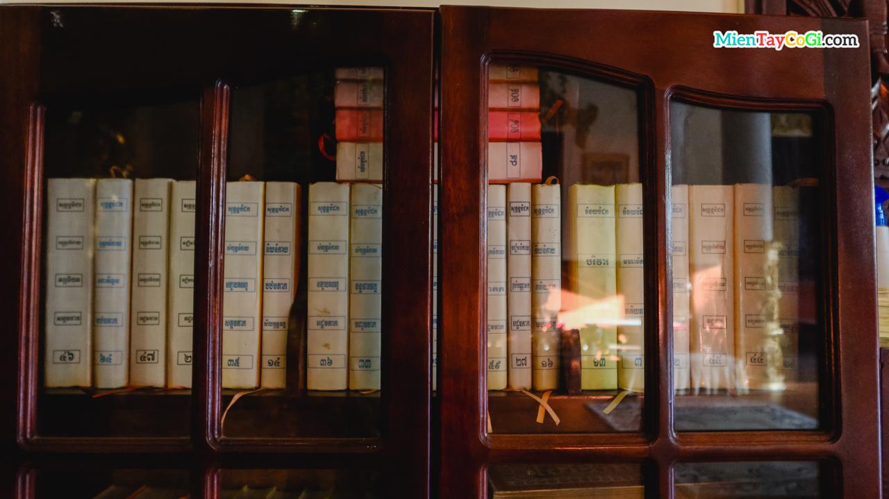 Tủ sách các kinh Phật bằng tiếng Khmer