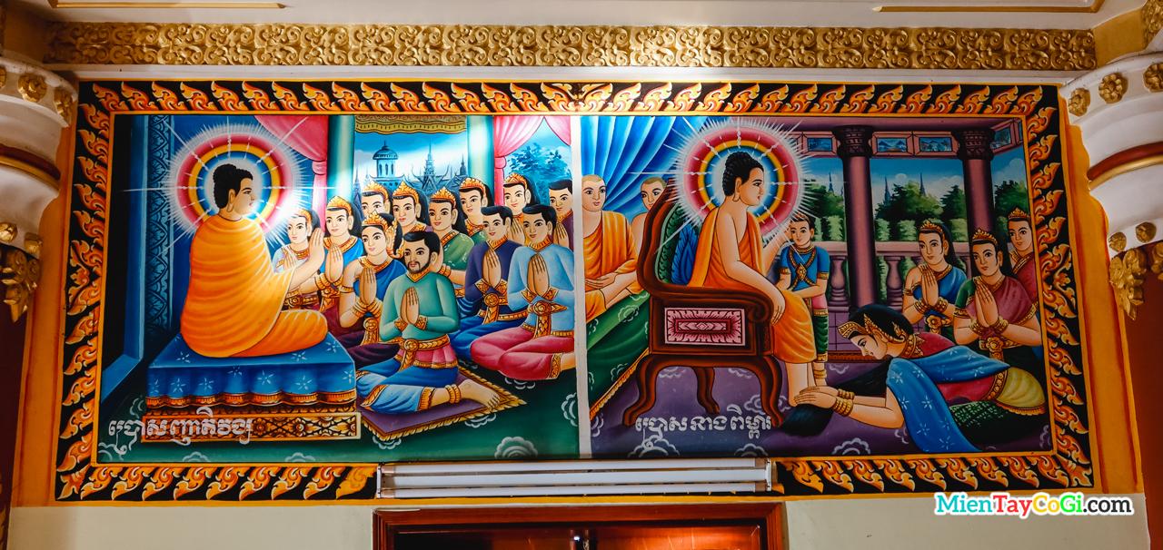 Trên trần nhà chánh điện vẽ nhiều bức tranh nói về những câu chuyện của đức Phật