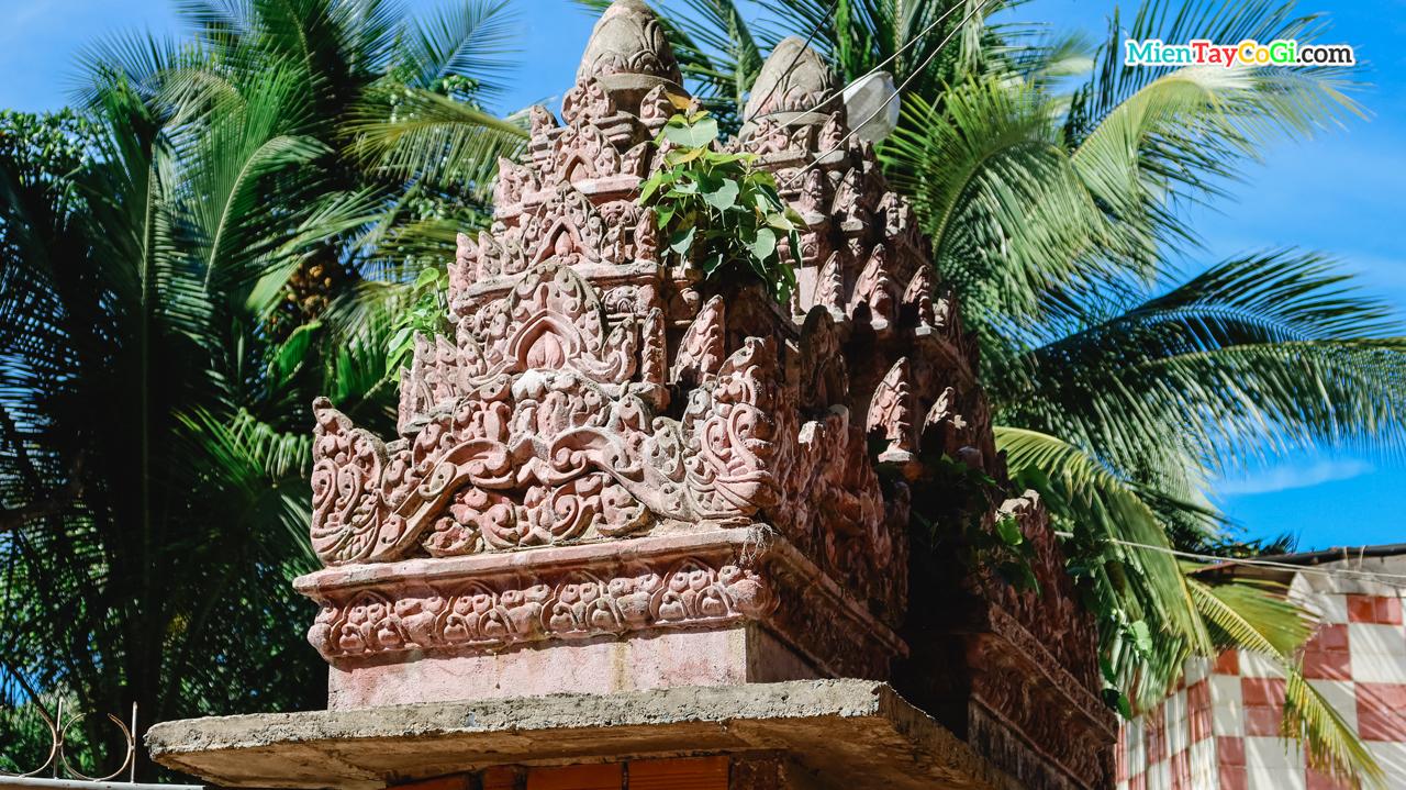 Cổng phụ cổ trên nền đất chùa trước đây vẫn còn được lưu giữ lại