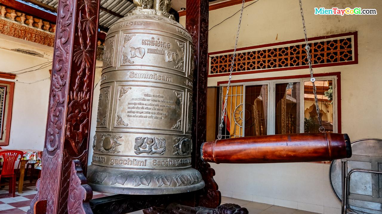 Chuông đồng cổ ở chùa Pothisomron