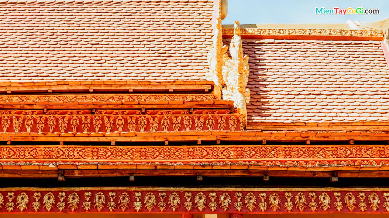Họa tiết giống lá bồ đề ở mái chùa Khmer lâu đời nhất Cần Thơ