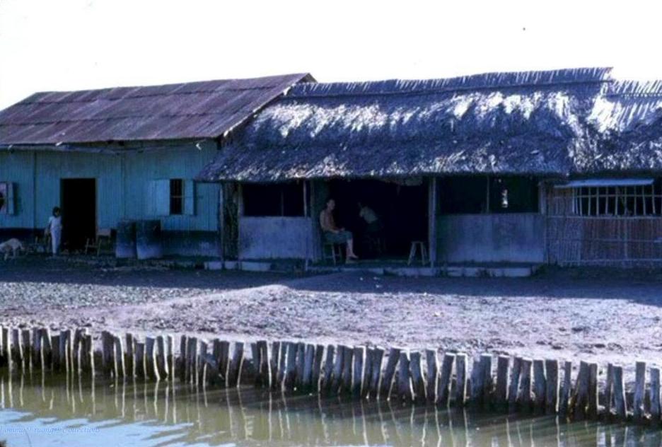Nhà dân ven 1 con kênh Bình Hưng - Cái Nước - Cà Mau 1960s
