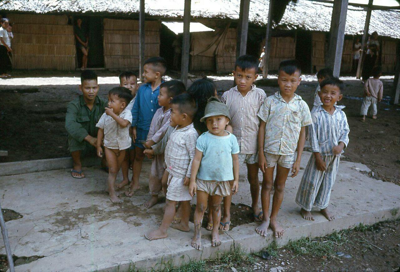 Những đứa trẻ vùng quê Cà Mau năm 1962