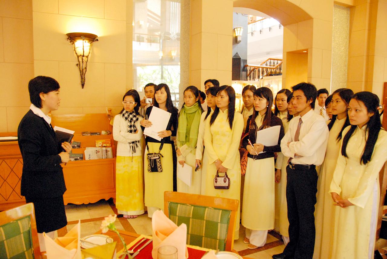 Sinh viên thực tập tại khách sạn 5 sao Media