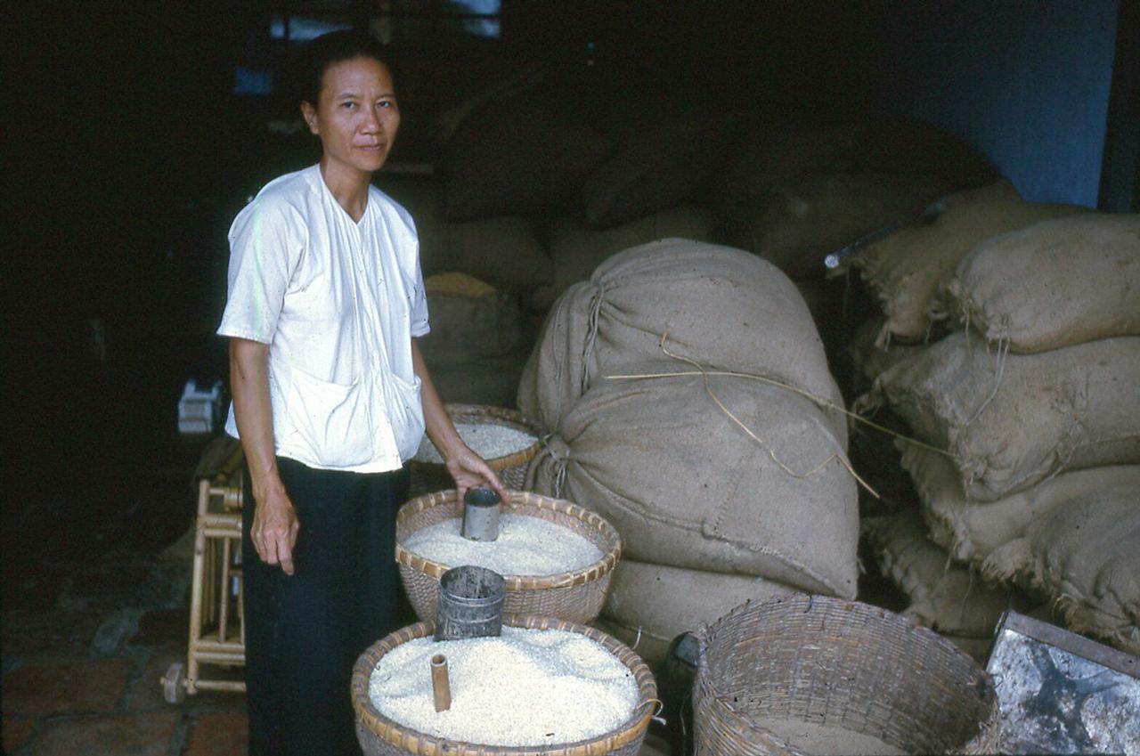 Tiệm gạo Cà Mau năm 1962
