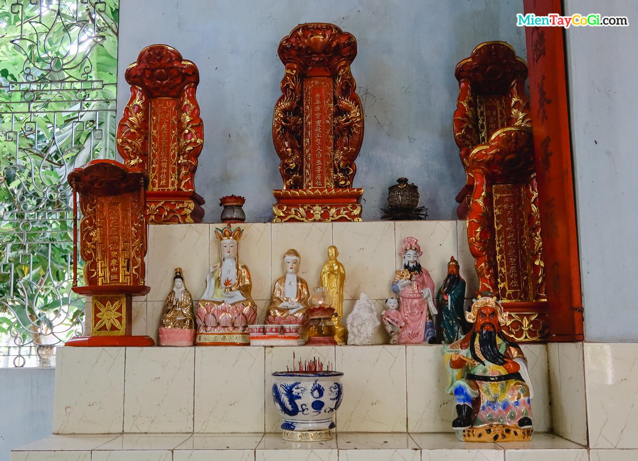 Bài vị Tiên Thân ở chùa Quang Xuân