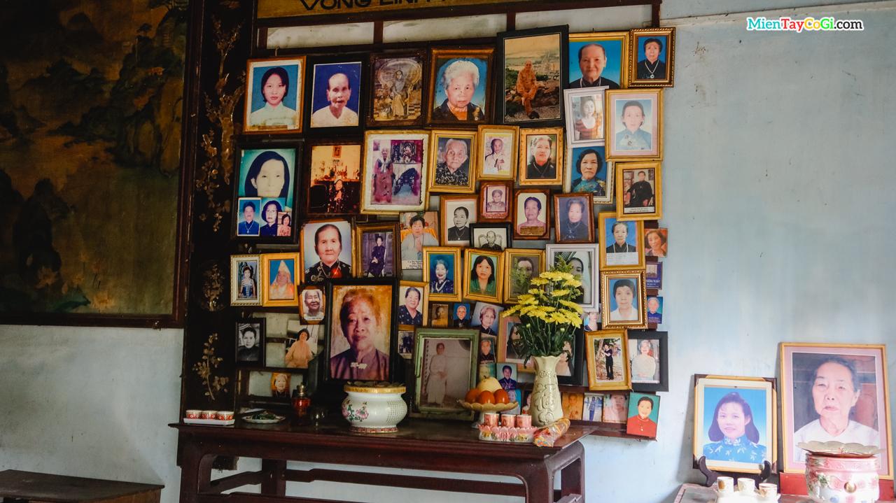 Bàn thờ hương linh nữ phía sau chánh điện chùa Quang Xuân Cần Thơ