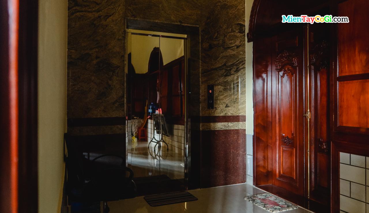 Bên trong chùa Bửu Pháp có cả thang máy