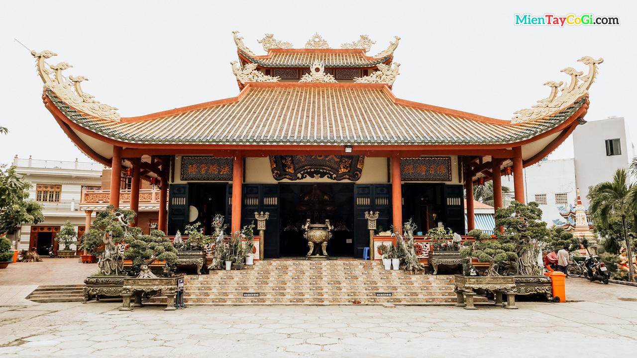 Chánh điện chùa Thiên Quang Cần Thơ