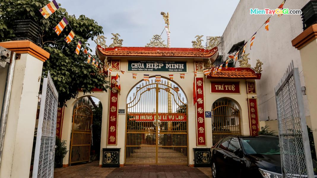 Cổng tam quan chùa Hiệp Minh Cần Thơ