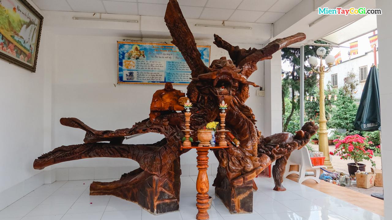 Công trình điêu khắc Tứ Linh với chất liệu từ gỗ cây gụ