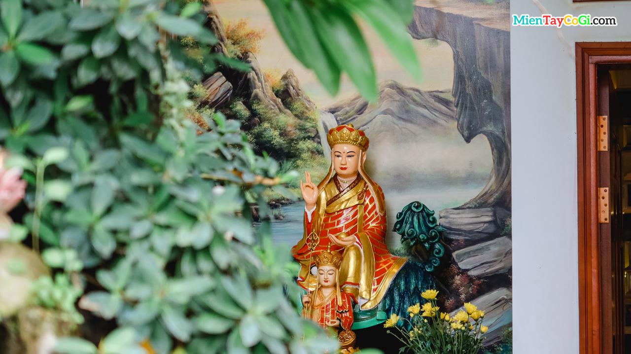 Địa Tạng Vương Bồ Tát ở chùa Thiên Quang
