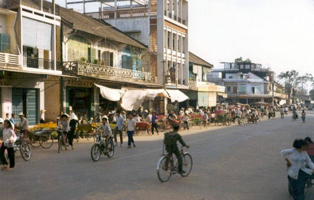 Đoạn đường gần khu chợ ở Trà Vinh năm 1971