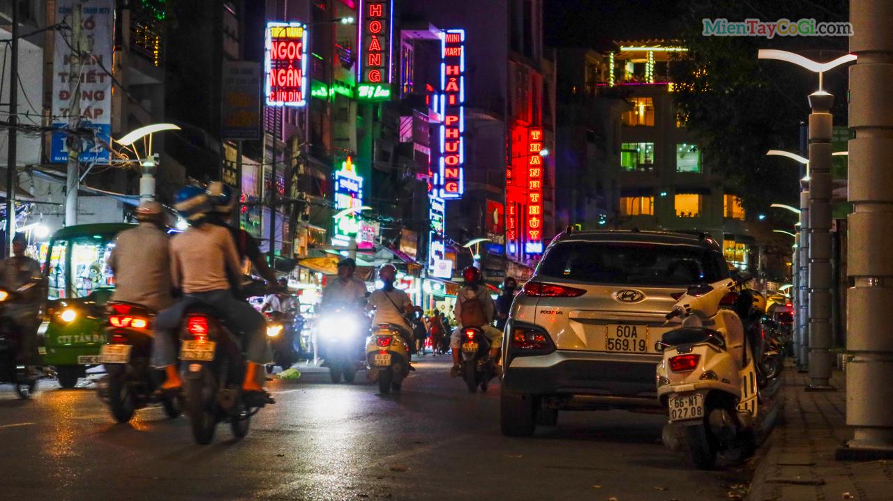 Đường Hai Bà Trưng Ninh Kiều đêm
