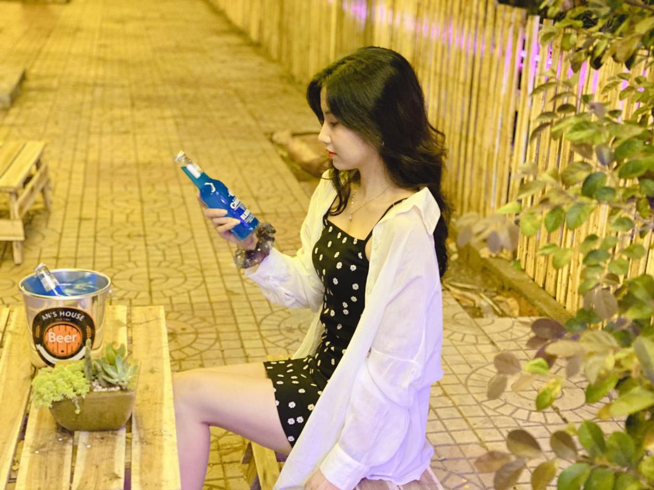 Góc chụp ảnh của 1 bạn nữ ở tiệm bia nhà An KDC Hưng Phú