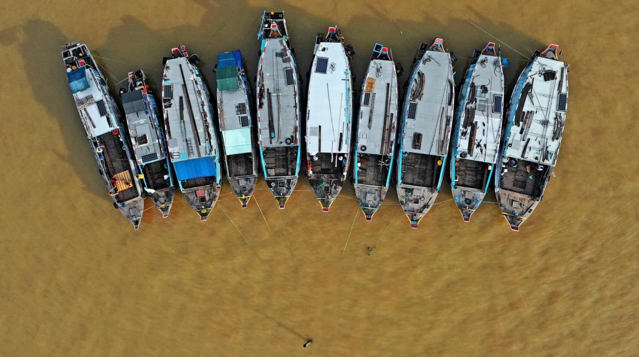 Góc nhìn ghe thuyền ở chợ nổi Long Xuyên từ trên cao