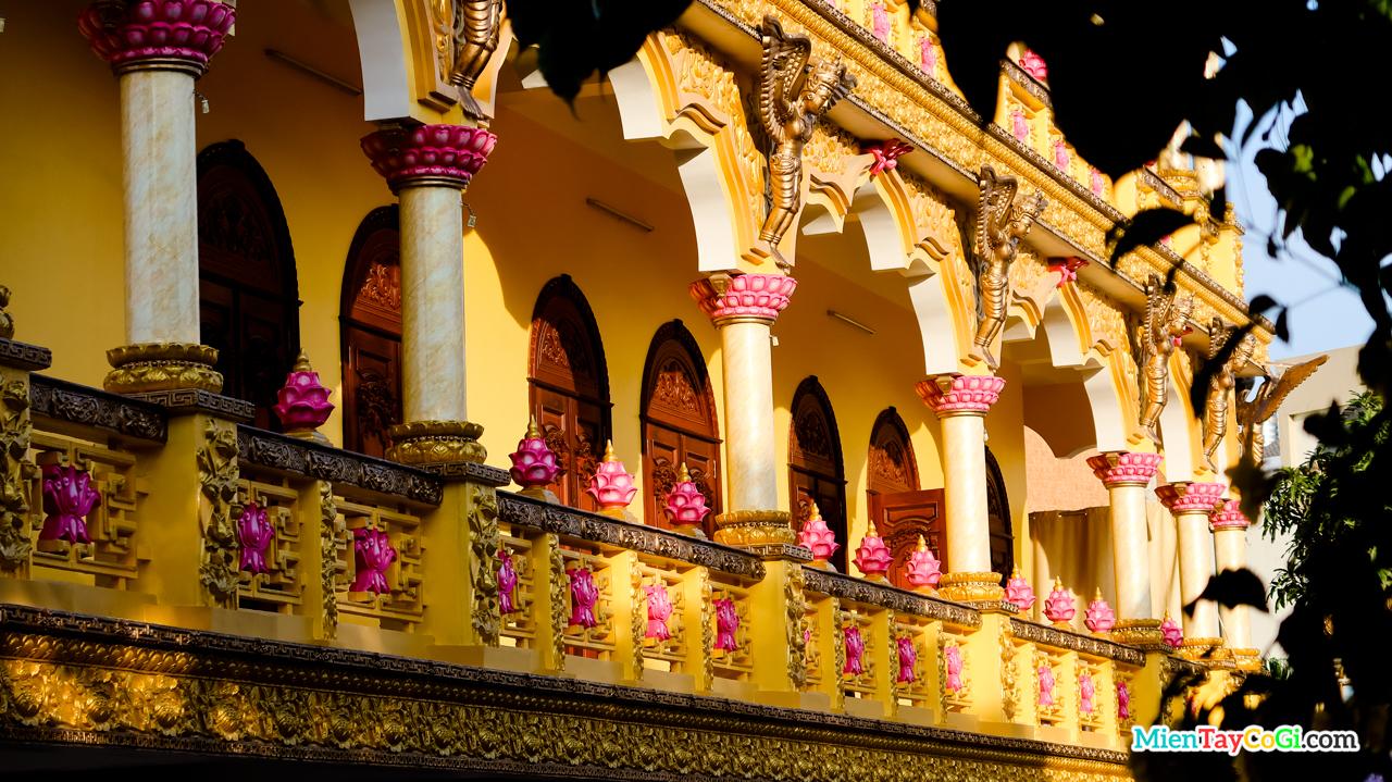 Hành lang chùa Bửu Pháp điêu khắc khá đẹp